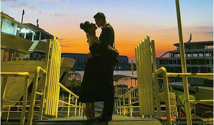 Huỳnh Anh đăng ảnh tình tứ bên bạn gái mới nhưng không xóa ảnh người yêu cũ