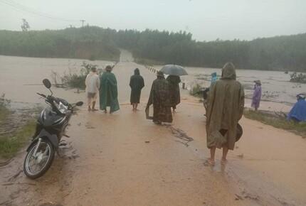 Mực nước trên các sông từ Quảng Bình đến Ninh Thuận đang lên, nguy cơ lũ quét