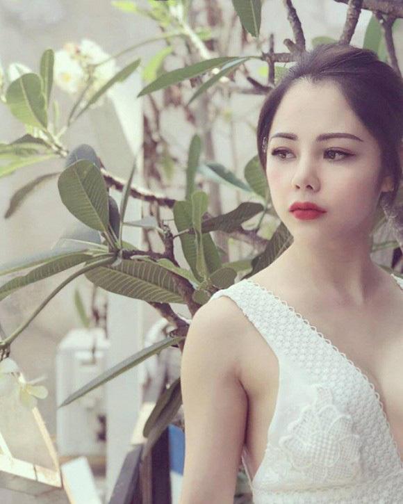 Nhan sắc nữ MC VTV mặc 'đốt mắt' dân tình vừa công khai tình tứ bên Huỳnh Anh