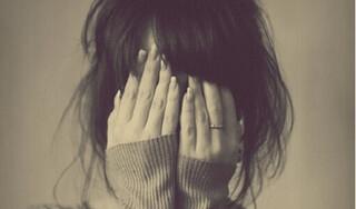 Bị yêu cầu kiểm tra trinh tiết trước khi lấy chồng, cô gái sợ hãi 'bỏ chạy'