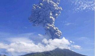 Núi lửa Indonesia tuôn trào, hàng ngàn người dân hoảng loạn tháo chạy