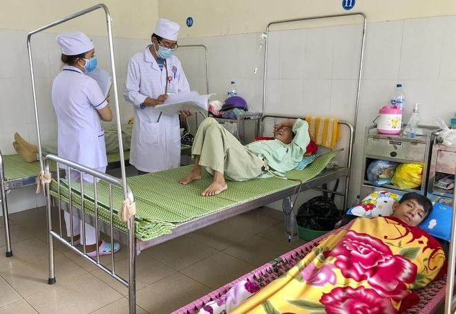 Sau mưa lũ, bệnh nhân mắc sốt xuất huyết tăng đột biến