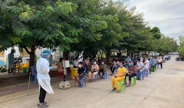Campuchia ráo riết truy vết Covid-19, đóng cửa toàn bộ các trường học