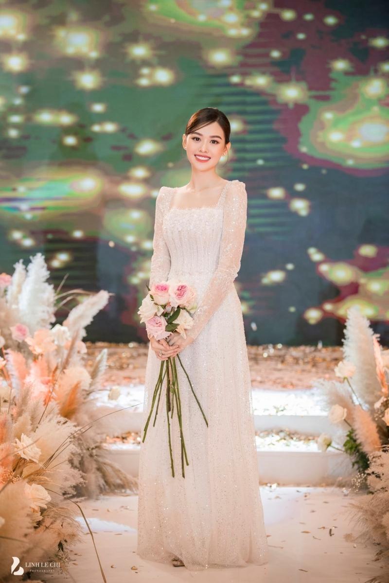 Hé lộ ảnh trong đám cưới kín tiếng của Tường San, chú rể vẫn là 'ẩn số'