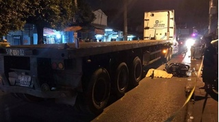 Tin tức tai nạn giao thông ngày 1/12: Bất ngờ ngã xuống đường, người phụ nữ bị xe đầu kéo cán tử vong