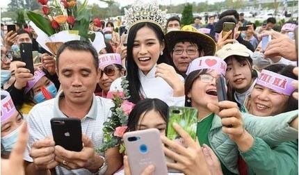 Làng quê Hậu Lộc vui như hội trong ngày đón Hoa hậu Đỗ Thị Hà trở về