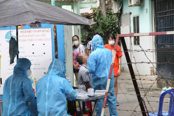197 người sống gần nhà bệnh nhân 1347 bị cách ly, lấy mẫu xét nghiệm