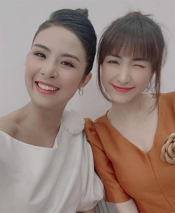 Lỗi sai của Ngọc Hân khi chụp ảnh cùng Hòa Minzy nhanh chóng đã lọt vào tầm mắt của cư dân mạng và gây ra cuộc tranh cãi trên mạng xã hội.