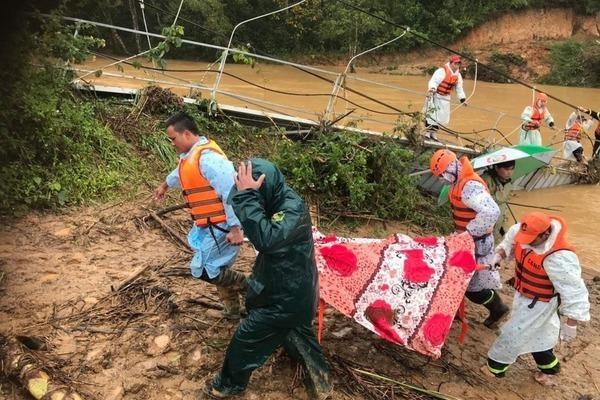 Đã thấy 1 thi thể du khách bị lũ cuốn trôi ở Lâm Đồng
