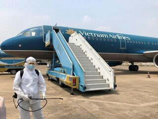 Tiếp viên Vietnam Airlines bị lăng mạ, đe dọa sau ca Covid-19 mới