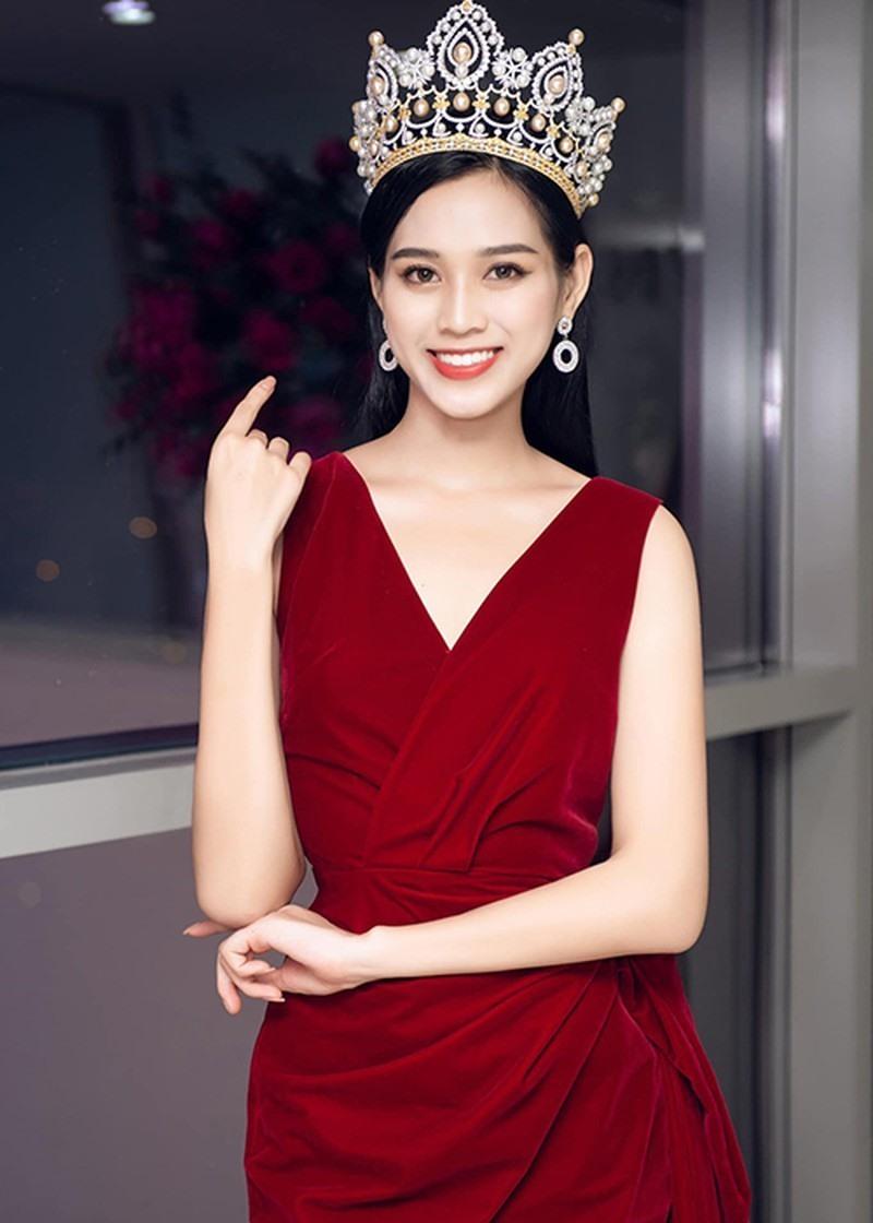 Facebook Hoa hậu Đỗ Thị Hà 'bay màu' vì nghi vấn không follow Jisoo (BLACKPINK)