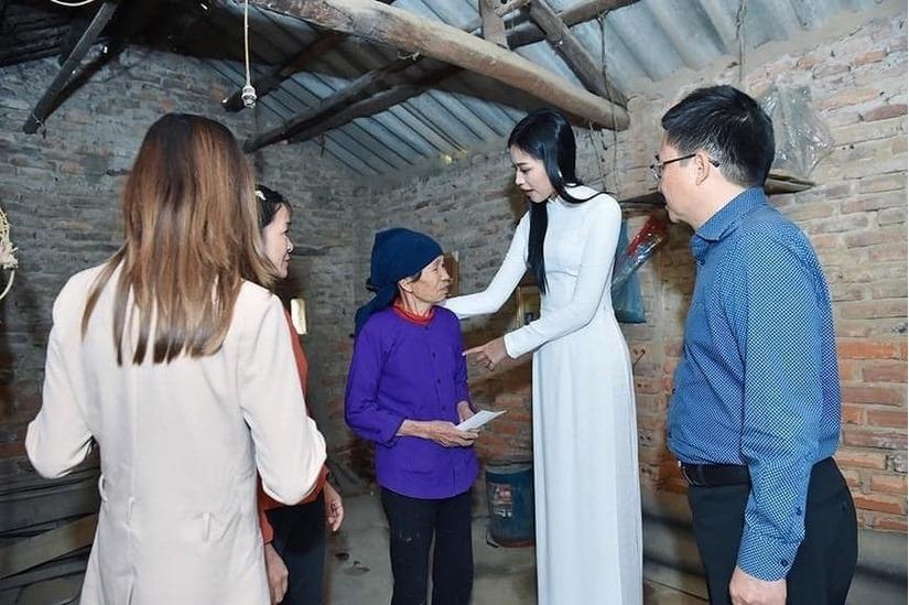 Trang Trần thẳng thắn chỉ ra lý do khiến Hoa hậu Đỗ Thị Hà bớt đẹp khi đi từ thiện