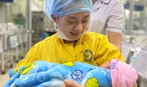 20 y bác sĩ 'chạy đua' cứu thai phụ gặp tai nạn nghiêm trọng