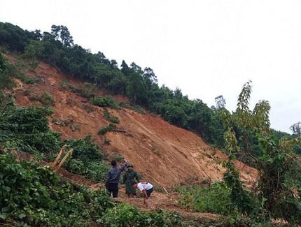Đi tìm 2 người thân trong rừng, tá hỏa phát hiện nằm chết trên võng