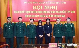 Hà Tĩnh trao quyết định tuyển dụng vợ của 2 liệt sĩ Đoàn 337