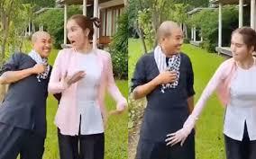 Ngọc Trinh bị chỉ trích khi đăng clip đụng chạm lên bộ phận nhạy cảm của bạn khác giới