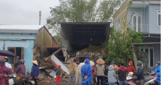 Container tông 7 nhà dân ở Quảng Nam lúc rạng sáng