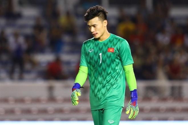 Bùi Tiến Dũng nằm ngoài Top 10 thủ môn hay nhất Việt Nam