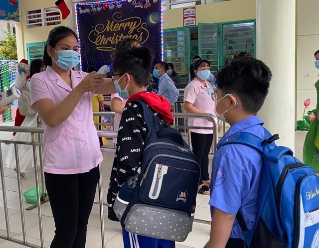 Học sinh 4 trường tiểu học ở TPHCM đi học trở lại sau gần một tuần nghỉ học vì Covid-19.1