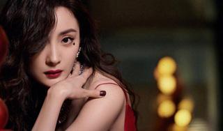 'Nữ hoàng cổ trang Trung Quốc' mặc gợi cảm khoe vòng eo phẳng lì trên sóng livestream