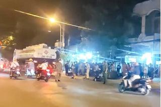 Bị xe ngã ra đường sau va chạm, tài xế xe ôm bị xe bồn cán tử vong