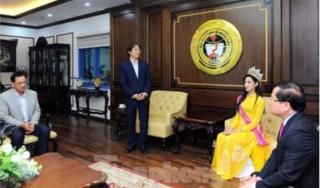 Đại diện hoa hậu Đỗ Thị Hà lên tiếng về bức ảnh về thăm trường gây 'bão'