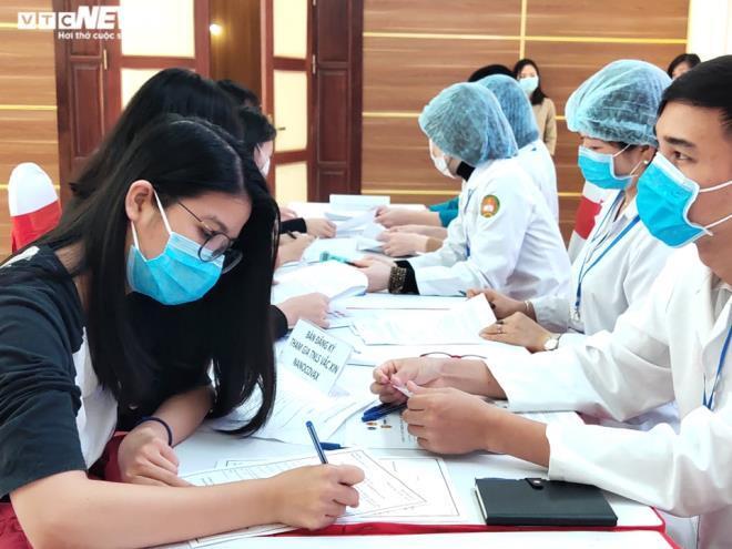 Người đầu tiên đăng ký thử nghiệm vaccine Covid-19 Việt Nam là ai