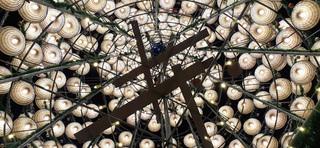 Độc đáo cây thông Noel được kết từ 1.000 nón lá ở Nghệ An