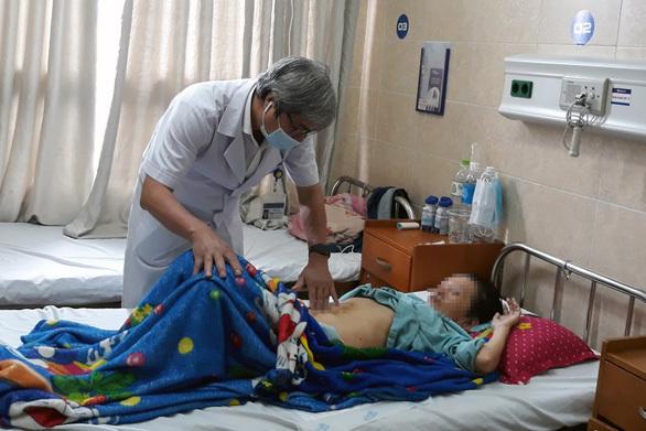Khối u khủng khiến bụng người phụ nữ to như mang bầu 8 tháng