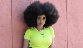 Cô gái phá kỷ lục Guinness khi sở hữu mái tóc xoăn tự nhiên lớn nhất thế giới