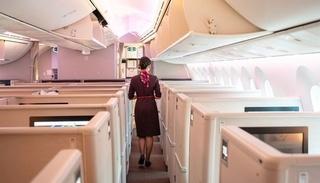 Trung Quốc đề nghị tiếp viên hàng không đóng bỉm để tránh Covid-19