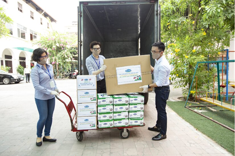 Ủng hộ ngày lương, đóng góp 'bước đi', nhân viên Vinamilk gây quỹ bảo vệ trẻ em khó khăn, phòng chống dịch COVID