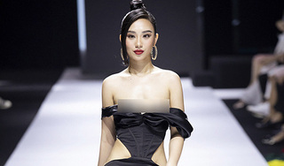 Hoa hậu gặp sự cố lộ vòng 1 trên sàn diễn, nhà thiết kế bị nghi cố tình tạo chiêu trò