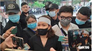 Đồng nghiệp và hàng nghìn người dân đau buồn tiễn biệt nghệ sỹ Chí Tài