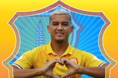Tiền đạo Rodrigo Dias lập cú đúp trong trận đấu tại Quảng Ninh