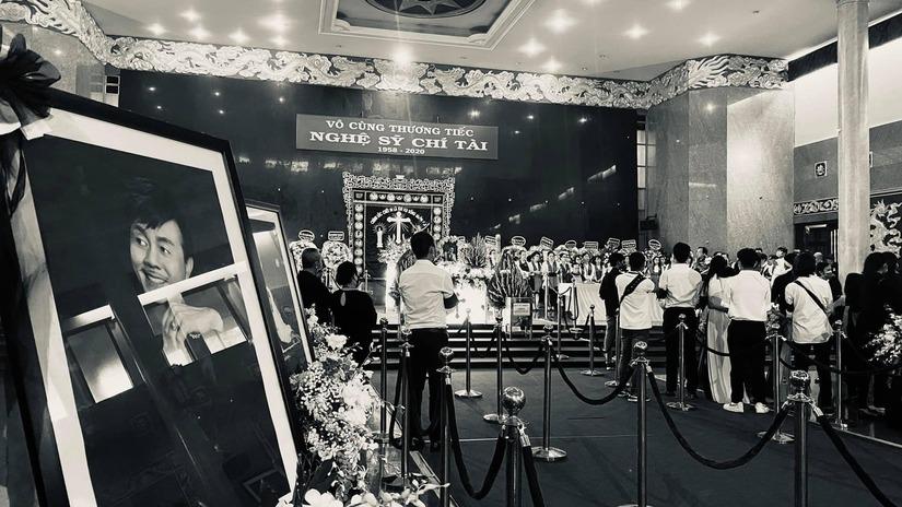Những câu chuyện xúc động trong tang lễ của cố nghệ sĩ Chí Tài.9