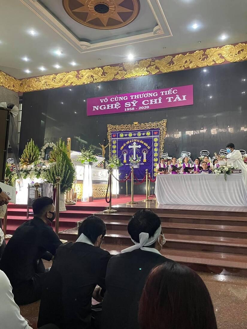 Những câu chuyện xúc động trong tang lễ của cố nghệ sĩ Chí Tài