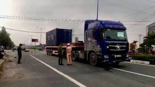 Xe container va chạm xe máy giữa ngã tư, 2 người tử vong tại chỗ