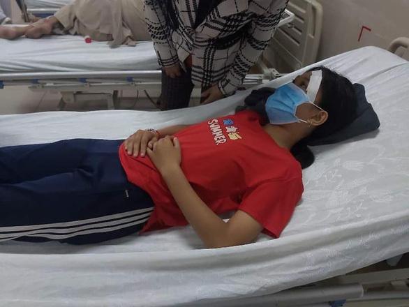 Học sinh lớp 7 bị hành hung dã man sau va chạm giao thông với một nữ công nhân