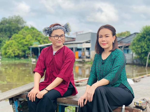 Sau lễ tang nghệ sĩ Chí Tài, Việt Hương quay lại làm việc gương mặt tiều tụy