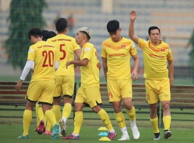 Thái Lan và Indonesia vui mừng khi tuyển Việt Nam thiếu nhân tài