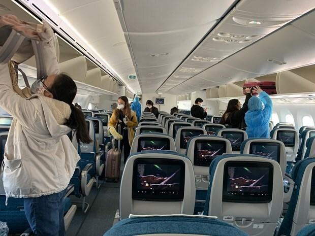 Không đeo khẩu trang khi đi máy bay sẽ bị phạt 3 triệu đồng