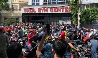 Hàng trăm người bức xúc đến tìm gymer 'xúc phạm gia đình Chí Tài'