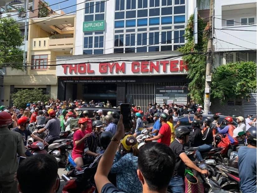 Công an giải tán hàng trăm người đến tìm gymer 'xúc phạm gia đình Chí Tài'