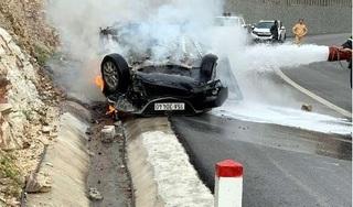 Xe Mazda tông vào vách núi bốc cháy, tài xế tử vong trong cabin