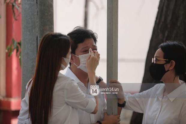 Trường Giang khóc nức nở trên sân khấu vì nhớ cố nghệ sĩ Chí Tài