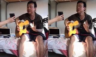 Xúc động clip nghệ sĩ Chí Tài đàn hát trong khu cách ly được du học sinh chia sẻ