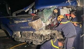 Nghẹt thở giải cứu tài xế kẹt cứng trong cabin nát bét sau va chạm giao thông