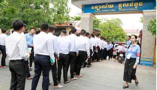 Thủ tướng Campuchia cho tất cả học sinh lớp 12 đỗ tốt nghiệp không cần thi
