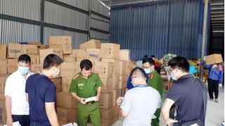 Tạm giữ 97 xe tải 'vô chủ' chở hàng từ Trung Quốc vào Việt Nam